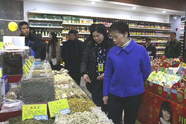云浮市副市长何婧率队开展春节前食品安全检查1.jpg